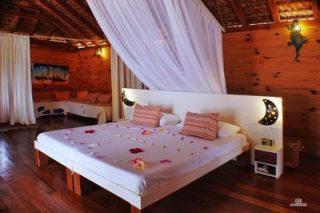 http://www.anjiamarango-beach-resort.com/wp-content/uploads/Lit-bungalow-1-320x213.jpg