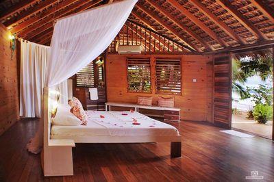 http://www.anjiamarango-beach-resort.com/wp-content/uploads/bungalow-nosybe-1.jpg