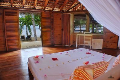 http://www.anjiamarango-beach-resort.com/wp-content/uploads/bungalows-nosybe-1.jpg