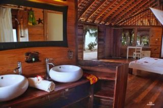 http://www.anjiamarango-beach-resort.com/wp-content/uploads/salle-de-bain-bungalow-1-320x213.jpg